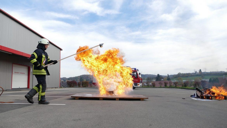 Vorführung eines Fettbrandes
