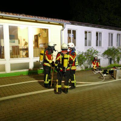 Die Feuerwehr vor dem Gebäude. Bild: Feuerwehr Stockach