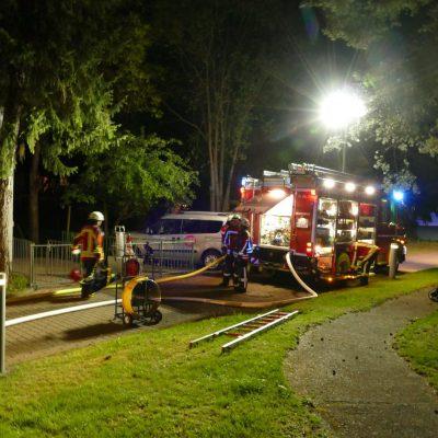 Die Feuerwehr bei den Aufräumarbeiten. Bild: Feuerwehr Stockach
