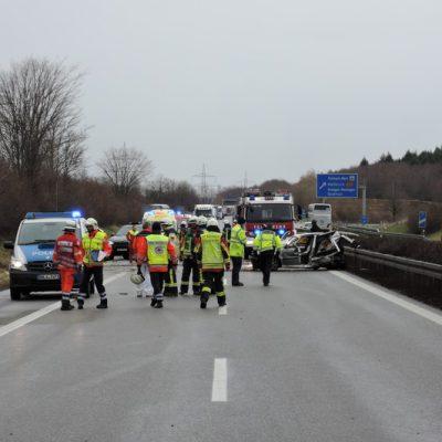 Unfallfahrzeug mit Rückstau Richtung Autobahnauffahrt Stockach West