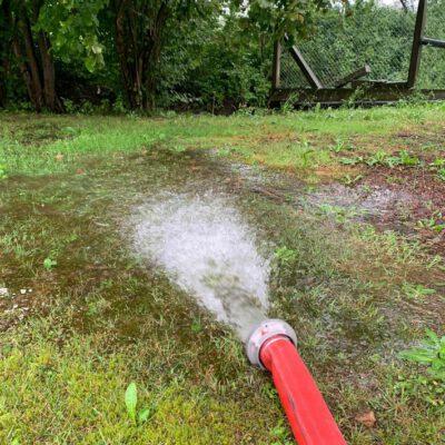 Das abgepumpte Wasser. Foto: FFW Stockach