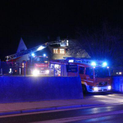 Die Drehleiter sowie ein Löschgruppenfahrzeug der Feuerwehr Stockach.