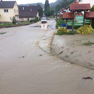 Unwetter in Mahlspüren im Tal - Bild: Feuerwehr Stockach