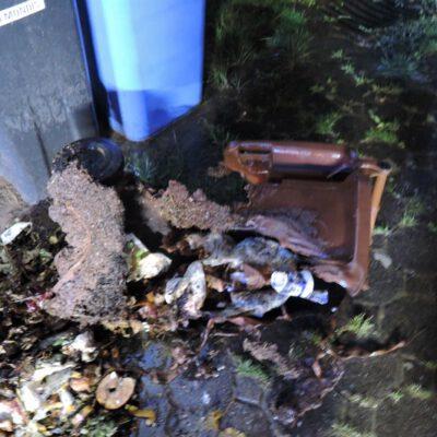 Foto Feuerwehr Stockach: Der nächtliche Einsatz bei dem brennenden Mülleimer.
