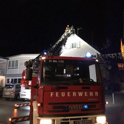 Sicherung von Dachziegeln nach einem Sturm / Bild: Feuerwehr Stockach
