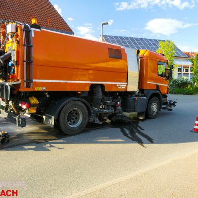 Fachfirma bei der Straßenreinigung / Bild: Feuerwehr Stockach