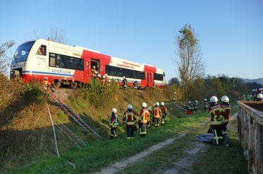 Übung Zugunfall mit mehreren Verletzten / Herausforderung für die Einsatzkräfte