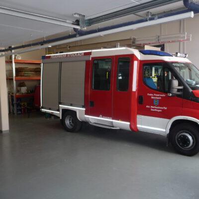 Die geräumige Garage bietet 2 Stellplätze. Auf dem Bild ist das neue MLF zu sehen, der MTW fehlt noch und soll demnächst beschafft werden